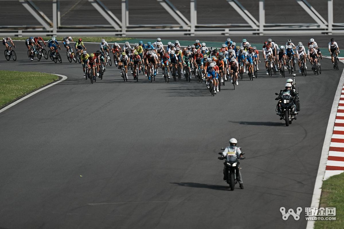 东京奥运会 | 男子公路大组赛 卡拉帕斯单飞夺金!