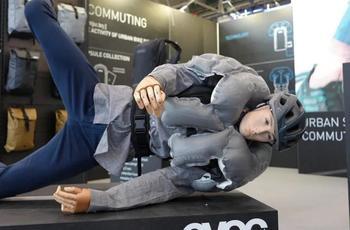 全方位保护 EVOC推出带有安全气囊背包