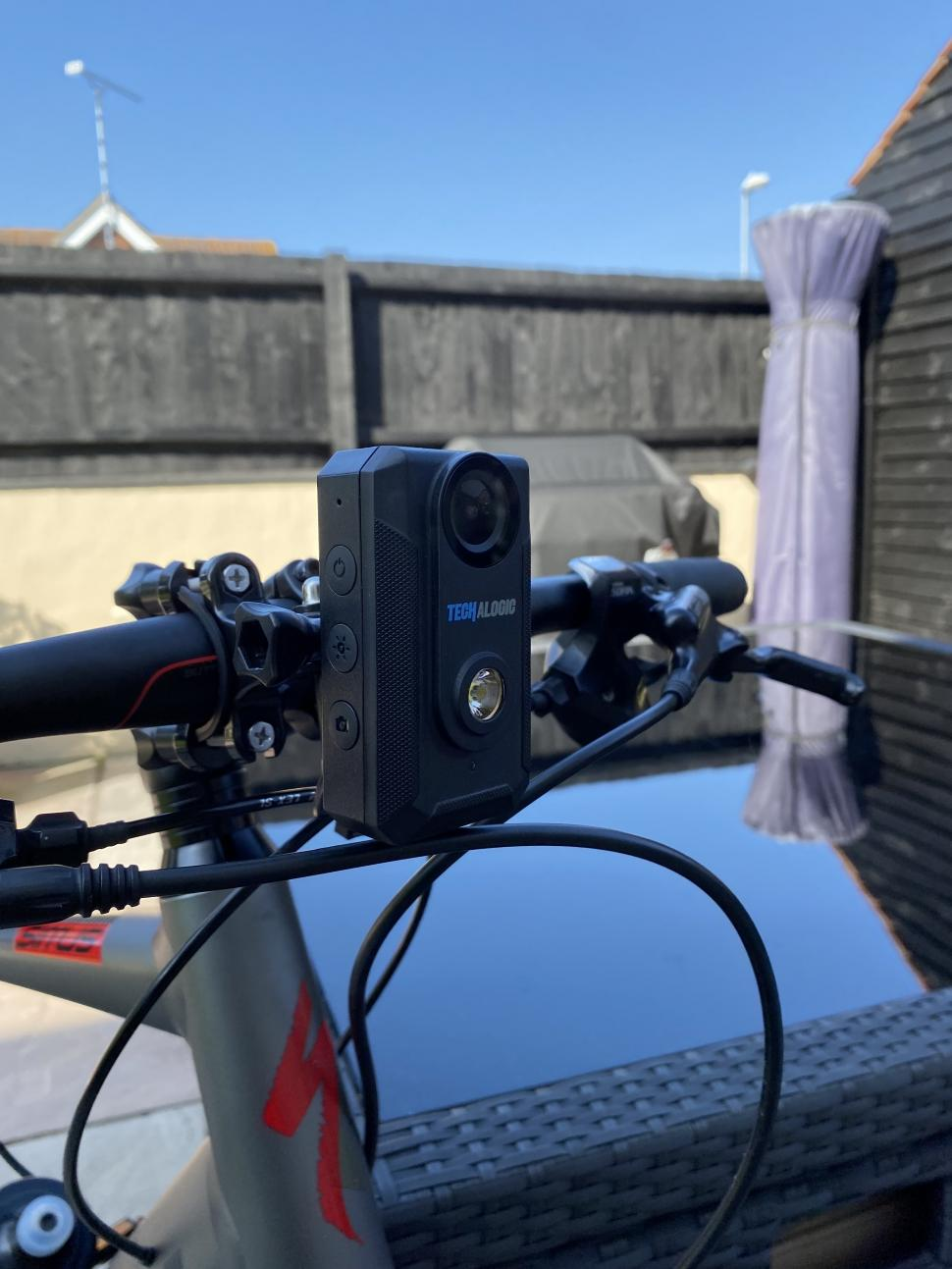 一灯双用 Techalogic推出带有摄像头的前后车灯