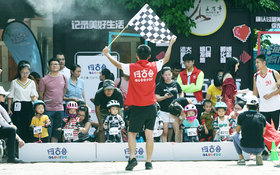 【视频】尽享亲子乐趣 阿古鲁-五店市儿童滑步车赛萌萌上演